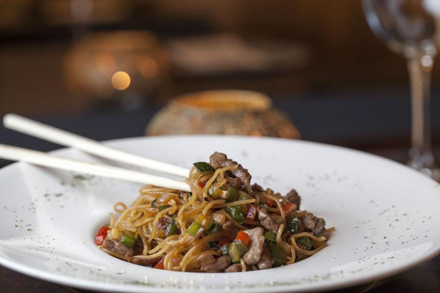 wok de ternera gallega con verduritas y noodles